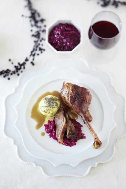 Cuisse de canard rôtie, chou rouge et pomme de terre