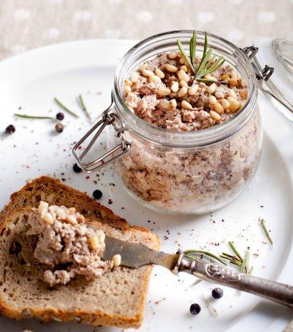 Terrine de volaille en bocal et insert de foie gras