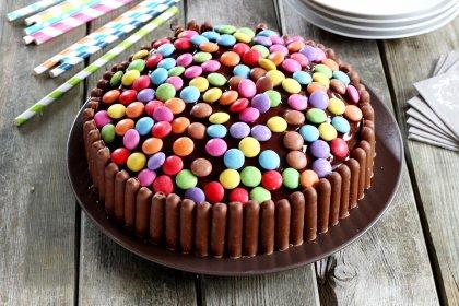 Gâteau au chocolat multicolore