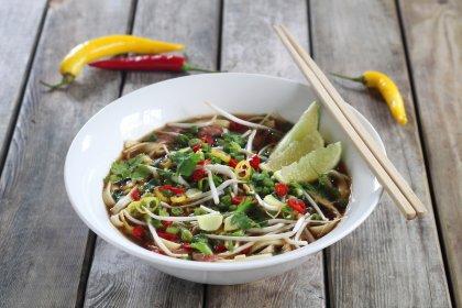 Soupe pho au basilic thaï