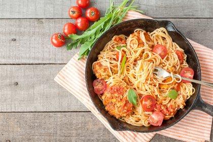 Spaghettis aux boulettes et tomates