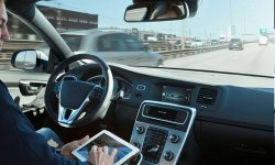 Les motos bientôt prises en compte dans les tests des voitures autonomes