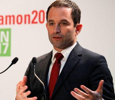 Présidentielle: Benoît Hamon recule dans les sondages