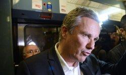 Confiné à l'aéroport d'Orly, Nicolas Dupont-Aignan déplore le manque de personnel de sécurité