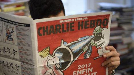 Charlie Hebdo Les Nouvelles Caricatures En Reference Aux Soldats Morts Au Mali Indignent L Armee