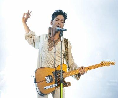 Prince : un album hommage débarque en novembre, avant un d'inédits en 2017
