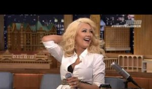 Christina Aguilera imite Britney Spears - ZAPPING PEOPLE DU 25/02/2015