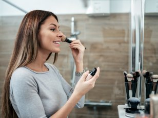 Tantouring : la tendance make-up de l'été 2020