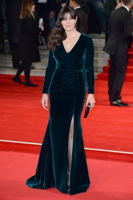 Monica Bellucci, splendide en robe velours verte