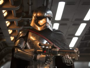 Star Wars 8 : Capitaine Phasma aura une nouvelle arme