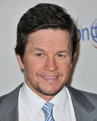 L'homme qui valait six milliards : Mark Wahlberg confirmé, Peter Berg out !
