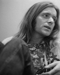 Mort du guitariste des Wings, Henry McCullough