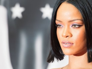 "Rihanna : sexe, flingues et lingerie fine dans le clip ""Needed Me"""