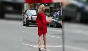 Cameron Diaz dans une robe rouge pendant le tournage de The Other Woman