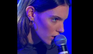 Charlotte Cardin - Meaningless (Live) - Le Grand Studio RTL