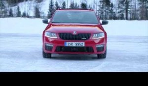 SKODA Octavia Combi RS 4x4 Driving in the snow | AutoMotoTV