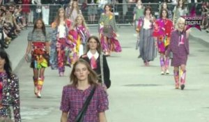 Défilé Chanel: les stars manifestent à la Fashion Week Paris !