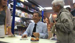 Nicolas Sarkozy Dedicace Son Livre Pour Un Millier De Sympathisants Sur Orange Videos