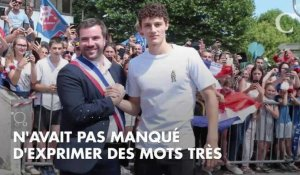 PHOTOS. Coupe du monde 2018 : Benjamin Pavard embrasse tendrement ses parents à son retour à Jeumont