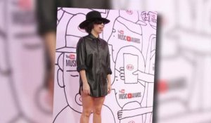 Lady Gaga porte un dentier effrayant aux YouTube Music Awards