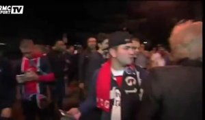 Football / Louis Bertignac chante avec les supporters parisiens - 30/09