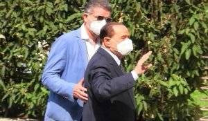 Virus: Berlusconi sort de l'hôpital