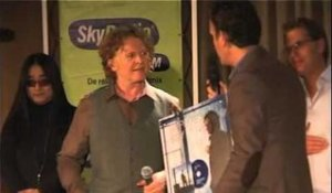 Simply Red receives Gold for the album Stay (2007)