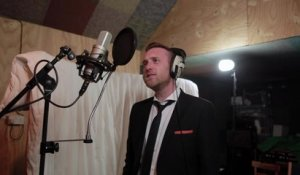 Matt Clayton flawlessly covers Frank Sinatra classic