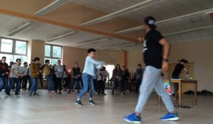 Le break dance s'invite à l'école