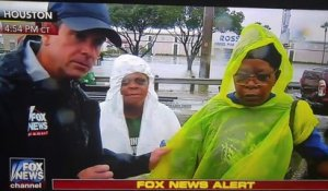 Ce journaliste de Fox News retient des rescapés de l'ouragan... POUR RIEN !! Ouragan Harvey - Houston