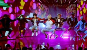 AMAs 2017: BTS Makes US TV Debut with 'DNA' Performance | Billboard News