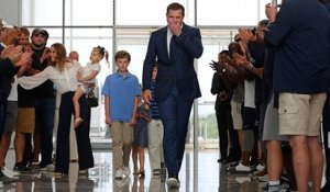 Witten draws thunderous applause at reirement press conference