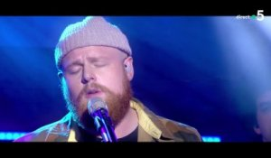 "Tom Walker - ""Leave a light on (live)"" - C à Vous - 11/06/2018"