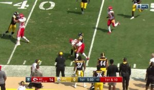 Patrick Mahomes connects with Sammy Watkins for first down