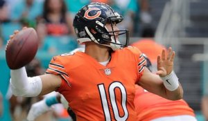Mitchell Trubisky dumps it off to Trey Burton for a 9-yard TD catch