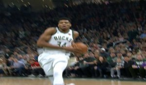 Dunk of the Night : Giannis Antetokounmpo