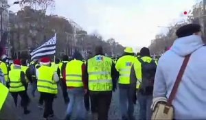 """Gilets jaunes"" : la situation se tend entre manifestants et forces de l'ordre à Paris"