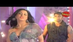 Veena Malik seduces on the sets of Dirty Picture: Silk Sakkath Maga