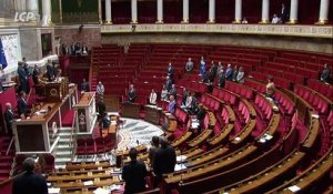 Agression à la préfecture de police de Paris : L'Assemblée nationale observe un moment de recueillement - VIDEO