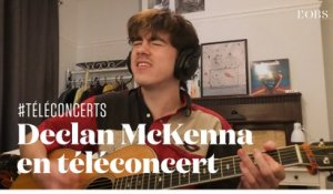 "Declan McKenna joue en acoustique ""The Key to Life on Earth"" en téléconcert depuis Londres"