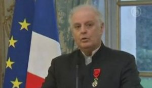 France Honors Argentinian-Israeli Conductor with the Legion