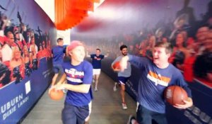 Trick Shots de dingue en Basket-ball dans la Auburn Arena FT Bruce Pearl