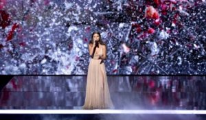 Selena Gomez Cries & Thanks Jesus During AMAs Performance