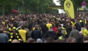 FOOT - C1 : Dortmund, des supporters en or