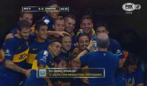 La célébration photo de groupe pour Boca Juniors suite au but d'osvaldo