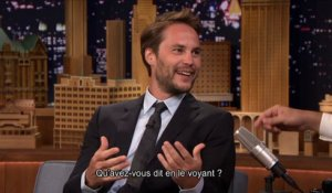 Taylor Kitsch fait patienter son ami devant un bar - Tonight Show du 07/08 starring Jimmy Fallon, sur MCM !