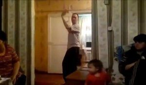 Un Russe rate un frontflip - Fail bien ridicule
