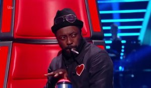 The Voice - Will.i.am buzz un candidat... involontairement! Ahaha