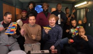Ed Sheeran reprend Shape of You avec Jimmy Fallon et les Roots - The Tonight Show du 28/02