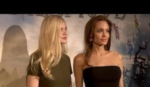 MALÉFIQUE : Angélina Jolie et Elle Fanning en Photo Call à Paris